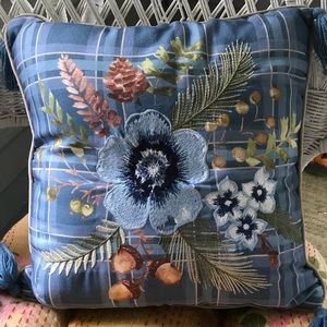 Sale Gorgeous Pillow Embroidered Floral